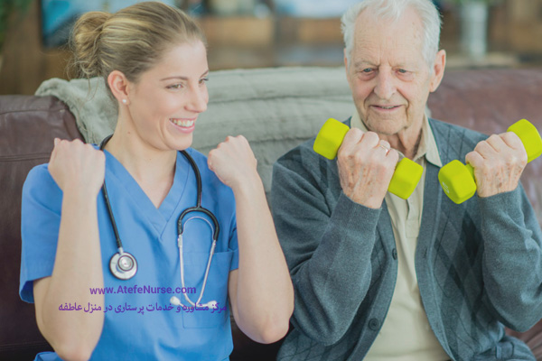 پرستار سالمند در حال ورزش کردن